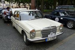 Mercedes-Benz 200 D/8