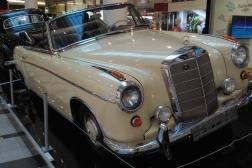 Mercedes-Benz 220SE-W128